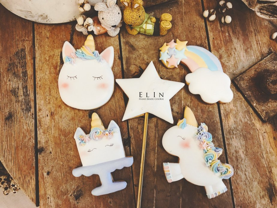 unicorn decorated cookie