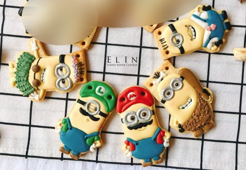minion_royal_icing_cookie