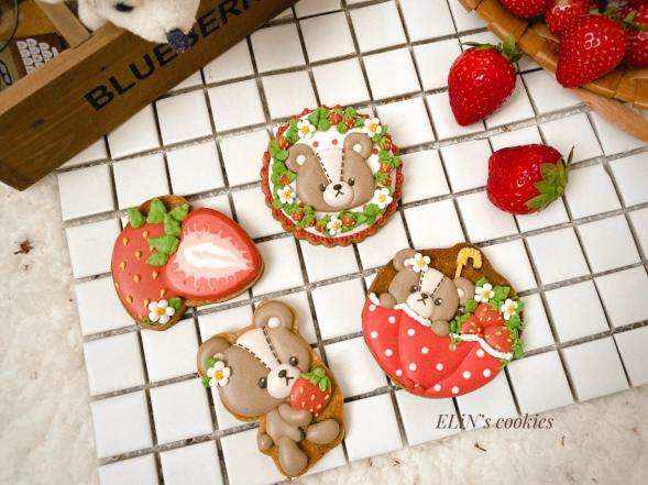 royalicing_cookie_strawberry_bear